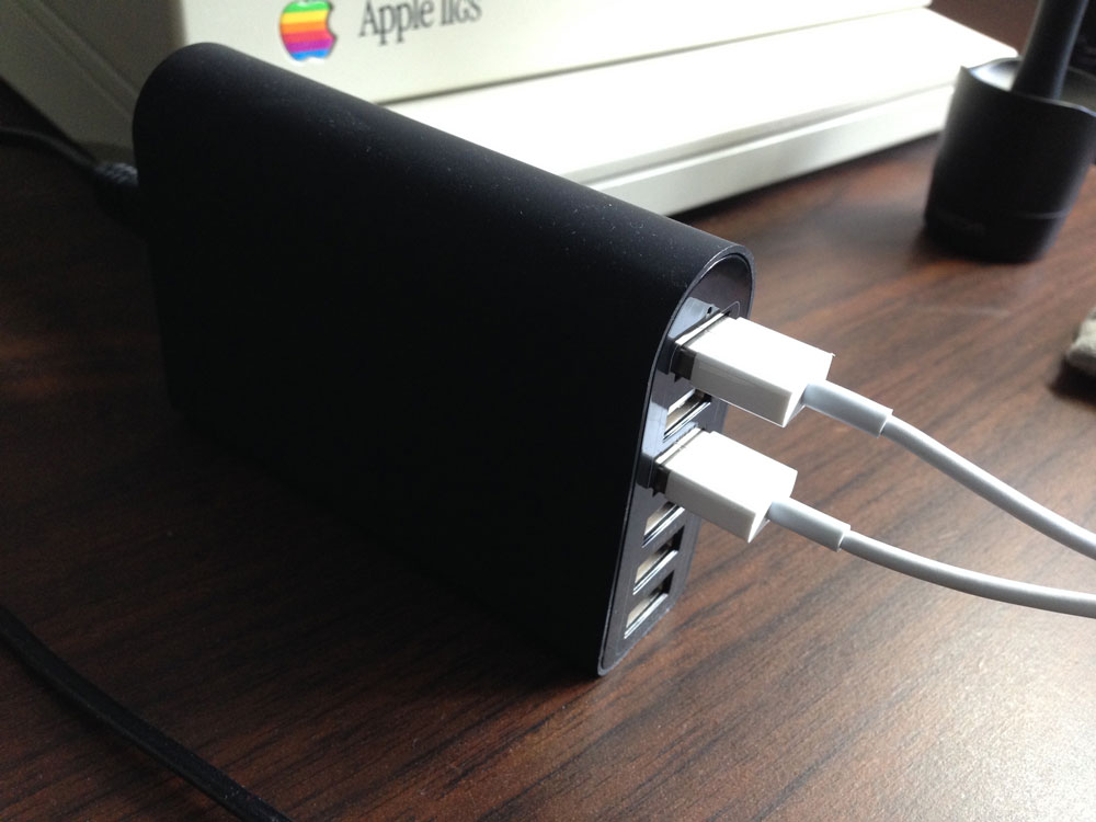 iClever_wall_charger_side